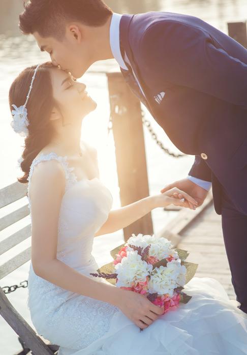 キスされてる花嫁